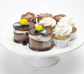 Gift baskets mother mousse gluten free mini me and cupcakes negle Images